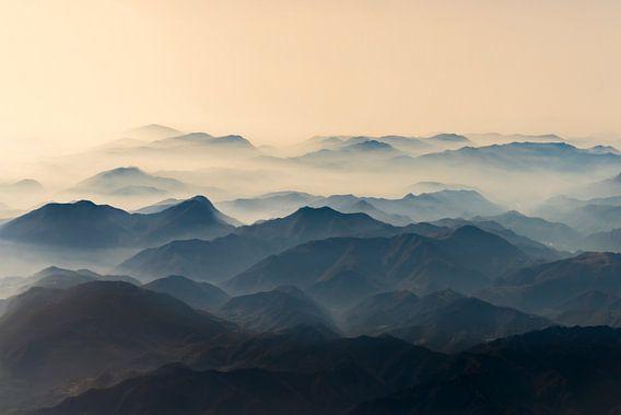 Bergen  gehuld in ochtend mist
