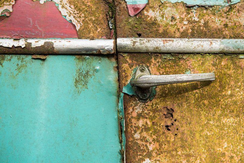 Oude roestige autodeur / antique old rusted car door sur Elles Rijsdijk