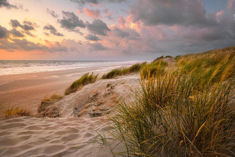 Les Dunes Normandie van Martijn van der Nat