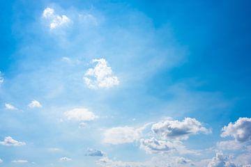 Blauwe zomerlucht van Günter Albers
