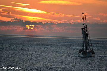 Majestic ships 2 von Simone van der Heide