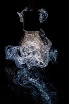 Glühbirne und Rauch von