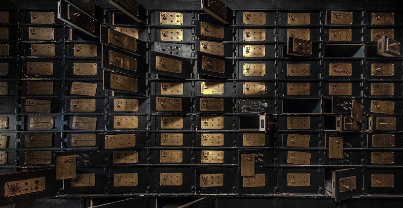 Old bank vault van Olivier Van Cauwelaert