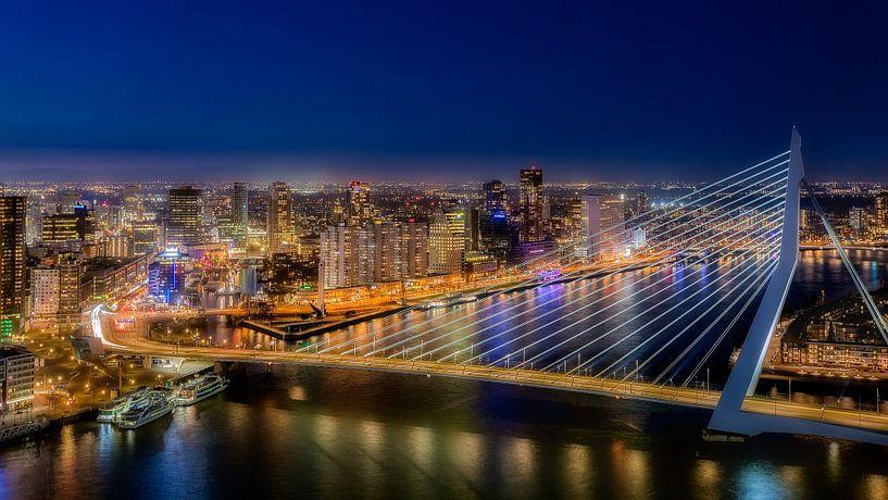 Rotterdam by night van Roy Poots