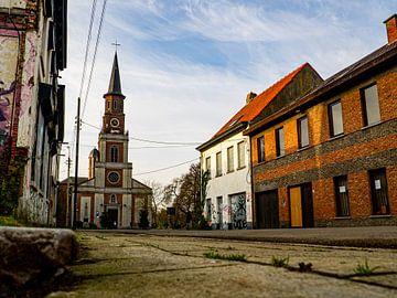 Kerk in spookstad Doel, België van Matthijs Heeneman