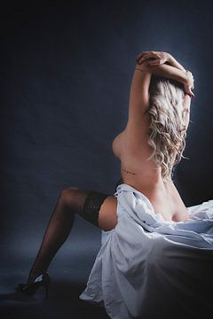 Vrouw naakt op bed
