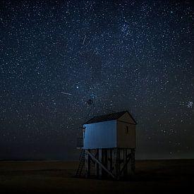 Dreningenhuisje Terschelling sous le ciel nocturne étoilé sur Maurice Haak