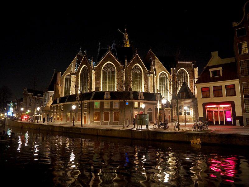 Oude Kerk te Amsterdam bij nacht van Edwin Butter