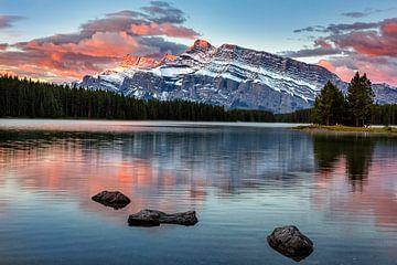 Sonnenaufgang am Mount Rundle, Kanada von Adelheid Smitt