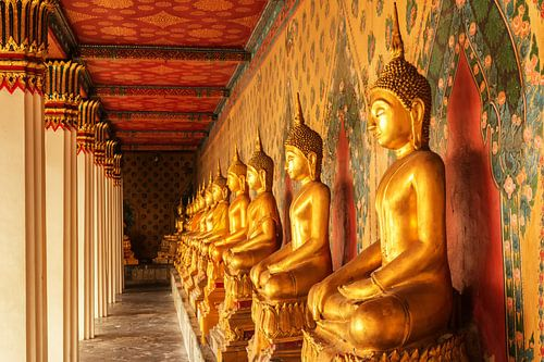 Boeddha beelden in tempel van