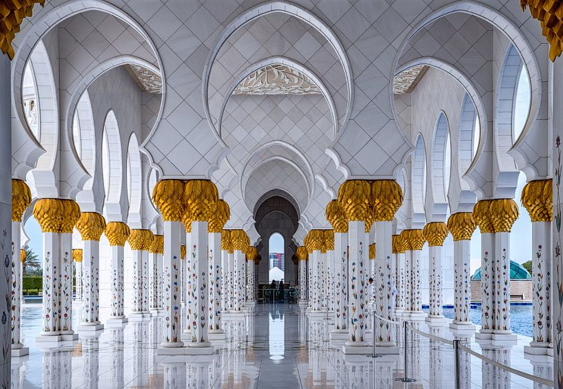 White Marble entrence to Sheikh Zayed Mosque van Rene Siebring