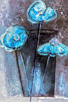 Blau papaver in vaas - abstract van Christine Nöhmeier