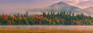 Herfst bij Connery Pond in Adirondacks State Park van Henk Meijer Photography
