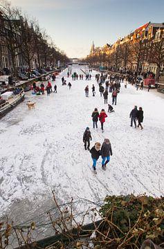 Schaatsen op de Amsterdamse grachten van Paul Teixeira