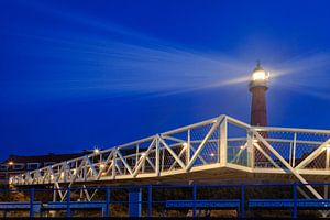 de vuurtoren van Scheveningen werpt z'n licht uit over de Noordzee