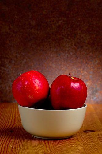 Stilleven met rode appels