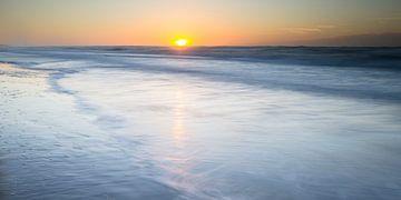 dromerige zonsondergang van Arjan van Duijvenboden