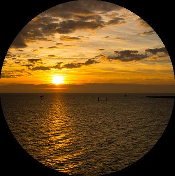 Sunset over the water in november van Brian Morgan