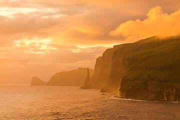 Zonsondergang aan de westkust van Sandoy