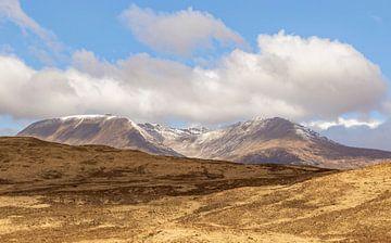 Eindrucksvolle Berglandschaft in den zentralen Hochländern, Schottland von Mieneke Andeweg-van Rijn