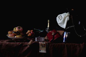 Modern stilleven met geld, Gucci, botox en donuts van Moniek Kuipers