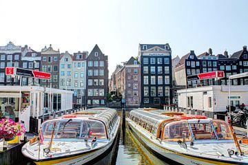 Damrak Amsterdam met Rondvaartboten van Hendrik-Jan Kornelis