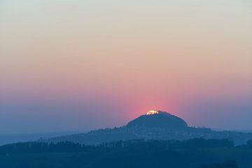 Sonnenball überm Hohenstaufen sur Max Schiefele