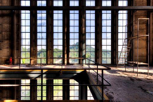 Raampartij symmetrie een vervallen fabriek