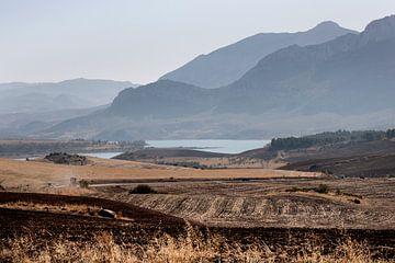 Spanien Landschaft Andalusien auf dem Weg nach el Caminito del Rey von Marianne van der Zee