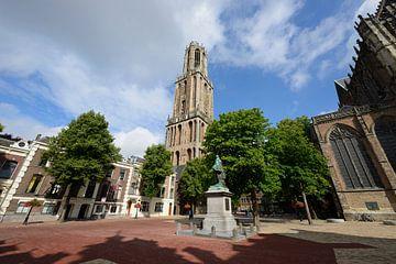 Domtoren en Domkerk in Utrecht gezien vanaf Domplein sur In Utrecht