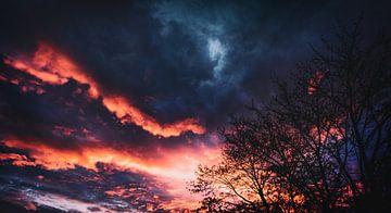 Dageraad in de lente met spectaculaire wolken...Het oog van God van Jakob Baranowski - Off World Jack