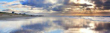 Strand bergen aan zee van Marc Hollenberg