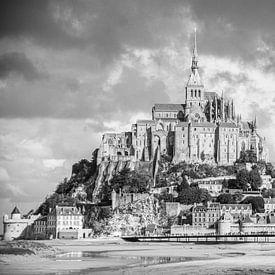 Mont Saint-Michel in zwart-wit, beeldvullend van Martijn Joosse
