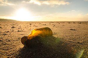 Verloren fles op het Slufterstrand