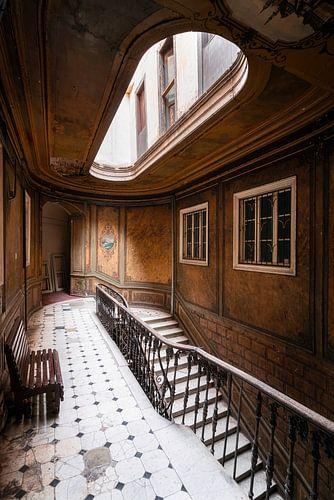 Verlassene Treppe im Hotel.
