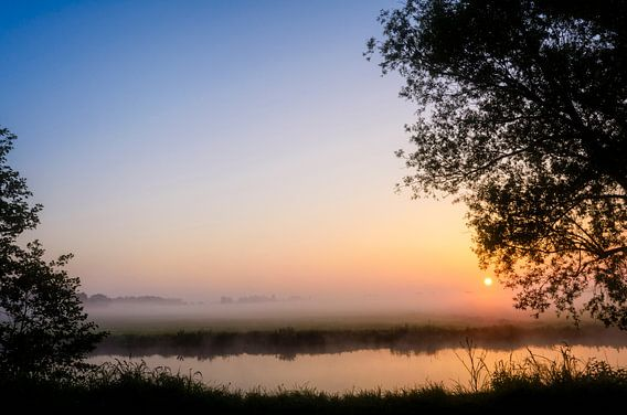 Peaceful sunrise van Richard Guijt