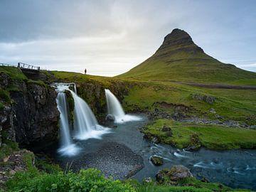 Landschap van IJsland met watervallen en de Kirkjufell berg van Teun Janssen