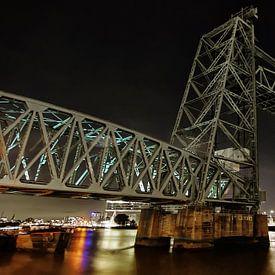 Rotterdam, de hef by night  van Gabsor Fotografie