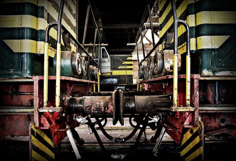 Verlaten treinremise van Eus Driessen