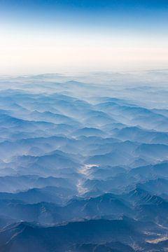 Montagnes vues d'en haut sur Inge van den Brande