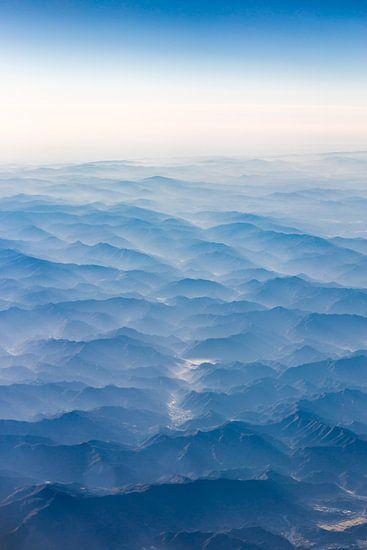 Bergen van bovenaf gezien van Inge van den Brande