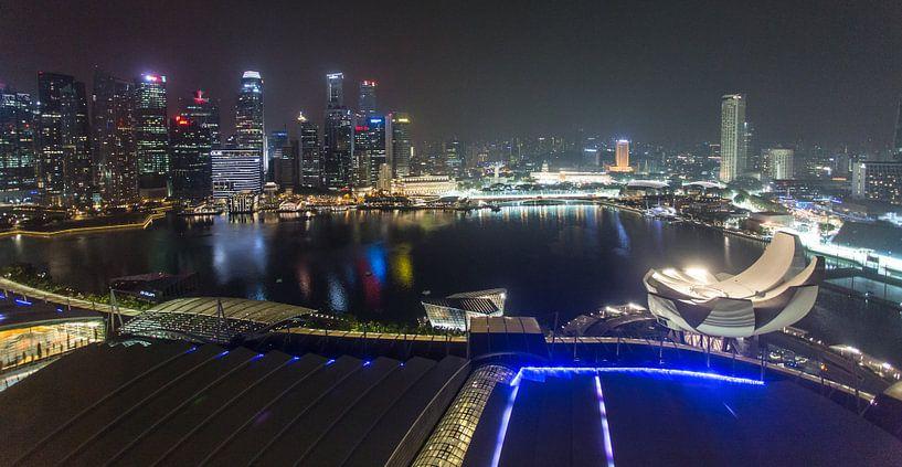 Nachtfoto Marina Bay Singapore van Capture the Light