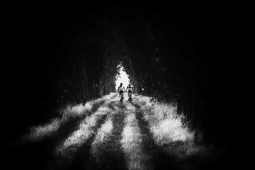 Het licht is niet bang voor de duisternis ! van Fotografie Jeronimo