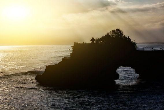 zonsondergang bij de Tanah Lot tempel op Bali