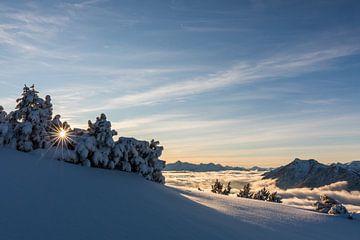 Bergen in winterjurk van Sandra Schönherr