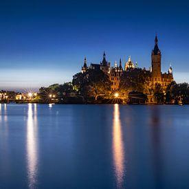 Schloss Schwerin in der blauen Stunde von Frank Herrmann