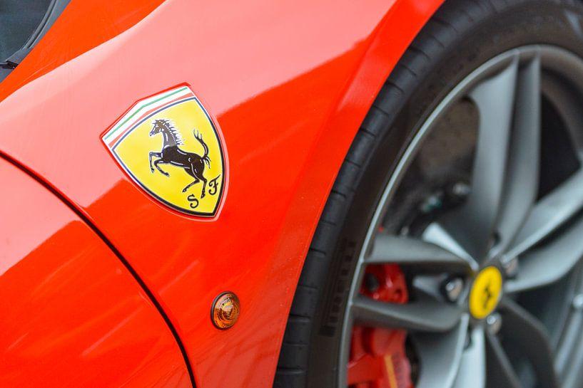Ferrari 488 GTB embleem van Sjoerd van der Wal