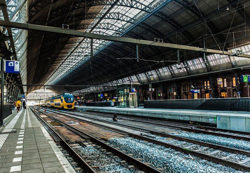 Centraal Station Amsterdam van Brian Morgan