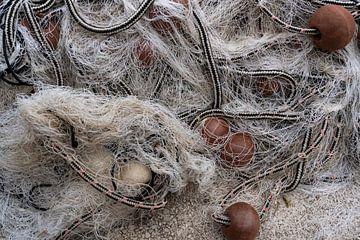 Weißes Fischernetz von Daan Kloeg