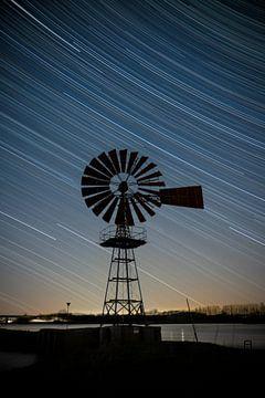 Star-trail en Windmolen IJssel in Zutphen van Arnold van Rooij